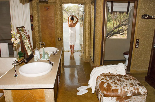 Luxury Suite open plan bathroom Camp Jabulani Kapama Greater Kruger